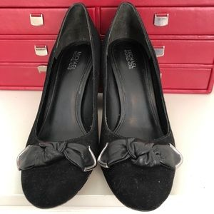 Black Michael Kors pump